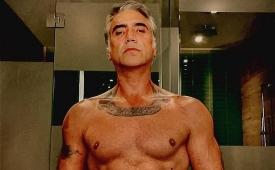Alejandro Fernández sube la temperatura al presumir sus músculos a los 50