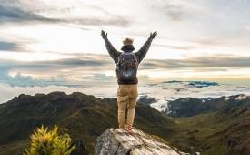 ¿Qué es mejor viajar solo por tu cuenta o con amigos?