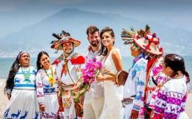 """En Puerto Vallarta puedes celebrar una boda espiritual 'wixárika' o tener una """"boda con causa"""""""