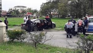 En auto de lujo localizan a un hombre asesinado