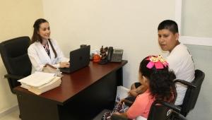 En el DIF Vallarta también brindan servicio de especialistas en rehabilitación y comunicación humana