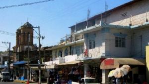 Ambulantaje, tiendas de conveniencia y departamentales, amenazan el comercio de El Pitillal